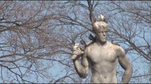 """道德胜利雕像不""""道德"""" 议员提议网上拍卖"""