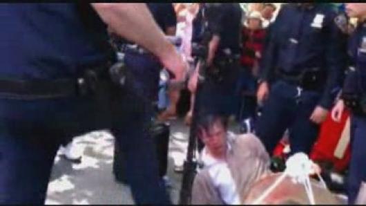 公园唱戏竟被抓  警方执法惹争议