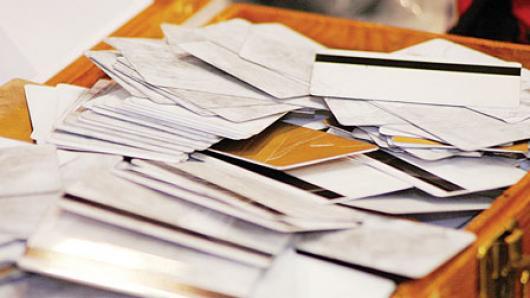 信用卡被盗!节日购物小心信用卡被小额盗用