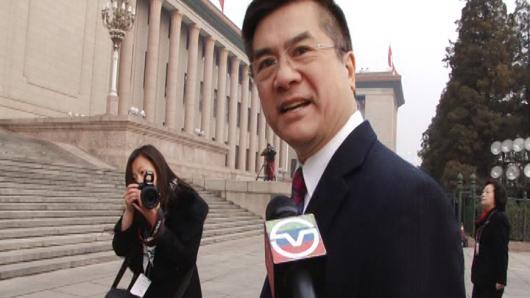 骆家辉现身人大开幕:我期待温家宝的讲话