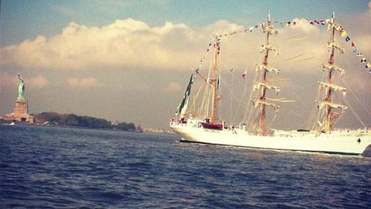 一年一度军舰周帅气登场 古董军舰引人注目