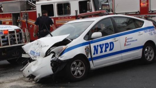 布鲁克林六车相撞 华裔车主遭殃