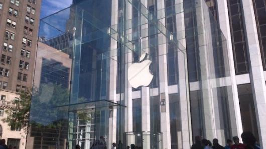 iPhone 5首发当天 抢购热潮不退
