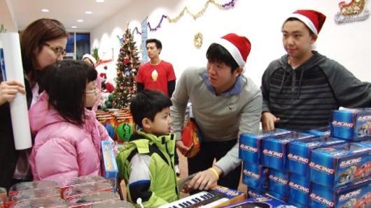 亚联会圣诞同庆欢乐日 千份玩具送儿童