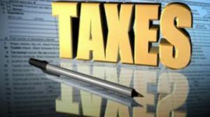 报税截止日 报税现场大排长龙