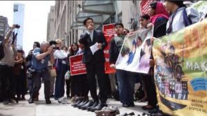 父亲节前 无身份移民家庭抗议分离盼父归