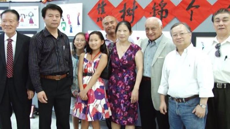 多才多艺 华裔女童华埠办画展