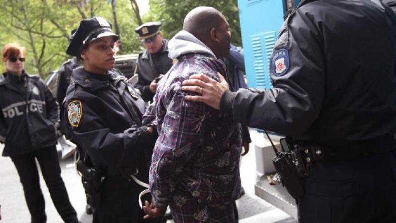 最新民调:改革拦截搜身 犯罪率激增惹人忧