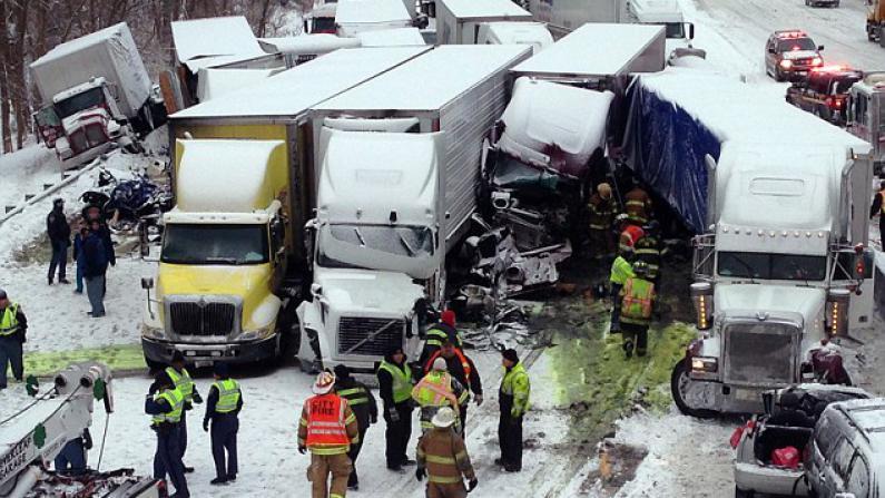 雪盲致公路变死亡道 印州特大交通事故死亡名单公布
