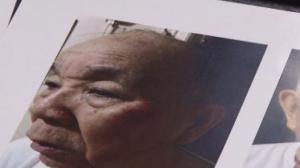 老人闯红灯事件进展:律师告警局暴力执法 索赔五百万