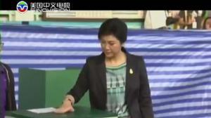 泰国动荡中迎大选  英拉投票闹乌龙