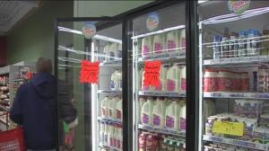 牛奶外销暴增 奶价下月最多或涨两成