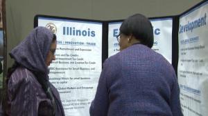缺少亚裔雇员 伊州州府招聘会积极招募