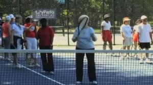纽约公园推出免费老人健身项目