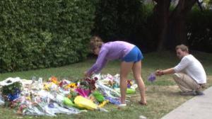 加州大学枪击案案发地Isla Vista 悲伤仍在 开始恢复平静