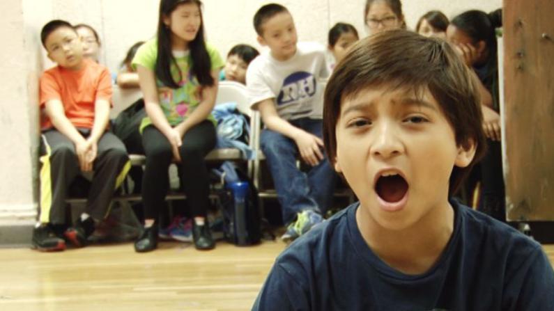 亚裔艺术家 华裔小学生 演绎经典《雾都孤儿》