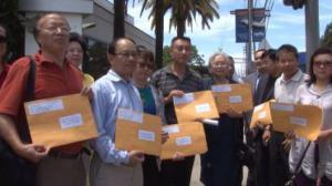 抗议贝克尔辱华 洛杉矶华人向FOX递交抗议信