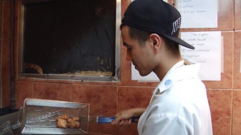 华裔高材生兄弟开三明治店 混搭亚洲风味进军布鲁克林