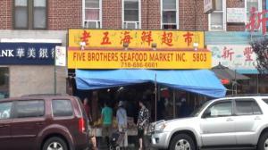 八大道海鲜档群殴顾客案  警方逮捕两涉案人员