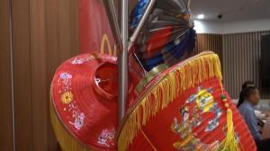 冰桶挑战进华埠  民众庆中秋助慈善两不误