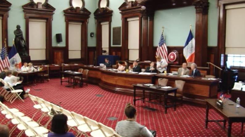 市议会举行成人日托中心公听会  陈倩雯:市府应该站出来监管
