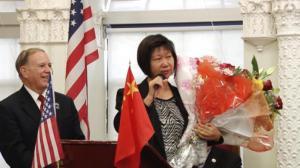 布鲁克林首位华裔民选官员唐凤巧宣布就职