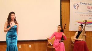 华裔美女歌手庞旋 唱游神州推广中国民歌