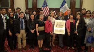 Emma Lazarus高中获低收入家庭最佳高中称号 市议员陈倩雯颁奖鼓励