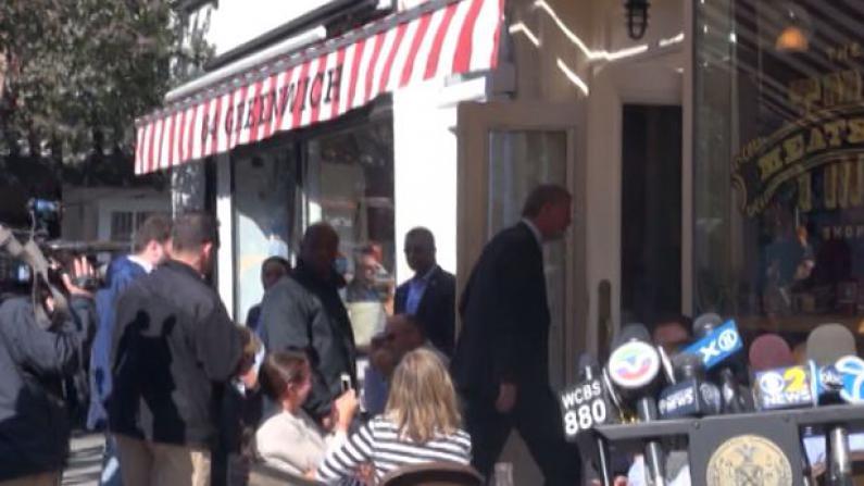 埃博拉病患曾光顾肉丸店开门营业 市长光顾呼吁民众放心