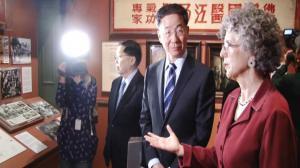 孙国祥大使参观美籍华人展: 还原华人奋斗史 增进中美友谊