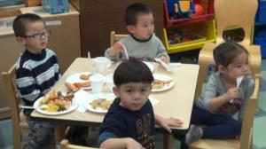 雪天温情 华埠托儿所儿童庆祝感恩节
