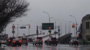 强风雨袭纽约 交通受阻 商家生意冷清