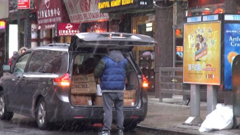 纽约降雪 民众出行稍受影响 华埠店家生意淡