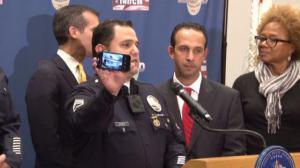 洛杉矶警察随身摄像机下月启用 望提高执法透明度增进警民互信