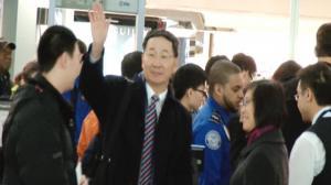 孙国祥大使启程回国 侨界代表机场送行