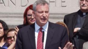纽约市民卡本月中旬推出 市府鼓励市民踊跃申请