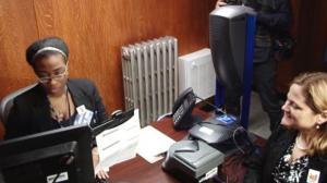市议长申请市民卡 称三天申请量达五千