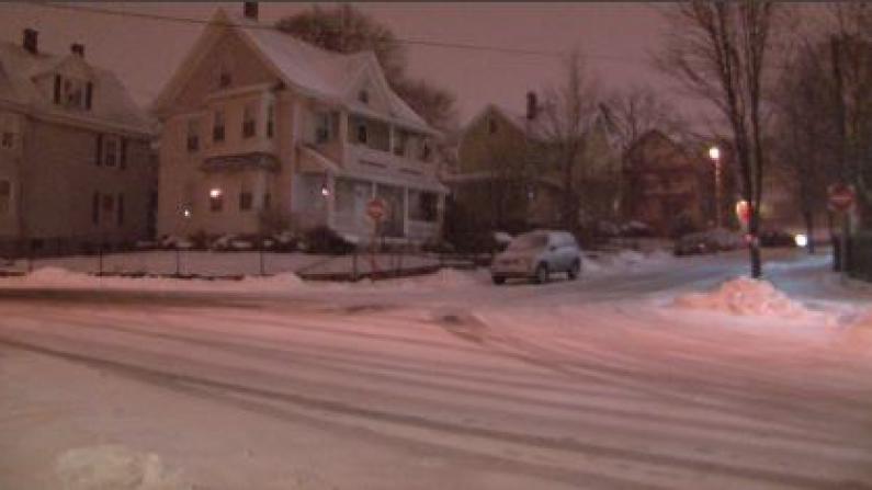 波士顿迎来历史性暴风雪天气  全城严阵以待应对雪灾