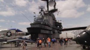 国殇日长周末大纽约活动多  舰船周国殇日游行不容错过