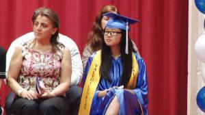 布鲁克林228初中毕业典礼 华裔学生成绩优成代表发言