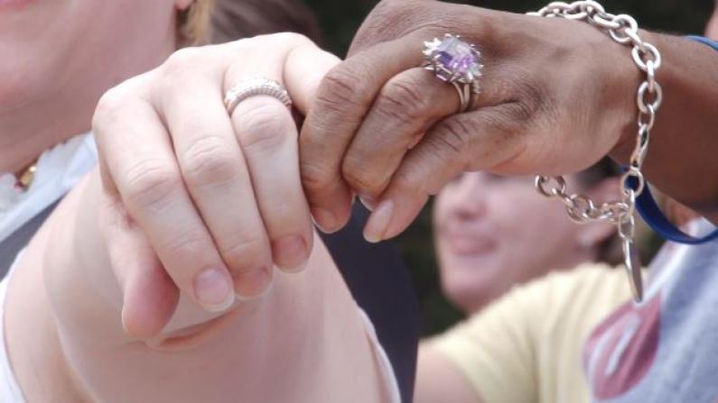 爱胜出了! 大休斯敦庆祝平等婚姻