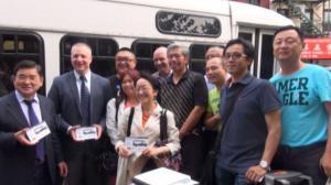 TLC进华埠 教乘客识别合法运营小巴