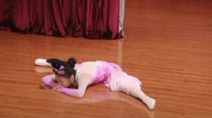 有热情不怕暑假忙 华裔小学生辛苦练舞备赛