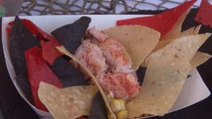 波士顿最大海鲜节热闹举行 美味海鲜上万食客过足瘾