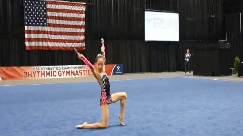十岁华裔女孩训练房中体验别样童年   勇夺艺术体操桂冠梦想征战奥运