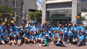 华埠青年启蒙计划 数百高中生清洁街道