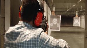 周末减压好去处  记者真枪实弹带您体验射击