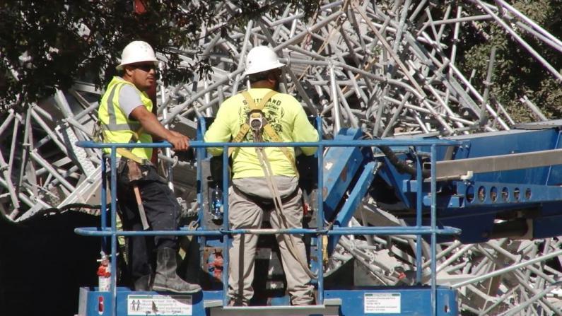休斯敦豪华公寓大片施工脚架坍塌 6工人受伤