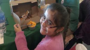 华特儿童基金会办感恩节餐会 近八百儿童联欢