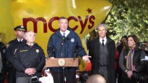 梅西游行卡通明星充气 纽约市警安保做足准备